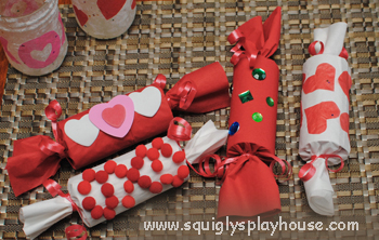 Valentine's Day Craft: Valentine Crackers